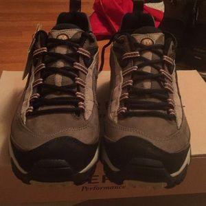 Hiking shoe